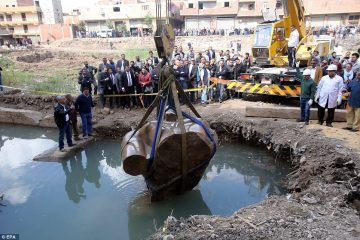 Gigantic statue of Ramesses II found and lifted