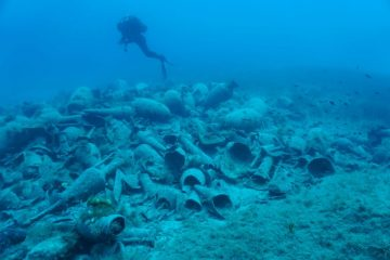 Numerous finds from underwater excavations at Delos