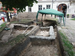 Excavations of a castle's courtyard reveal numerous finds