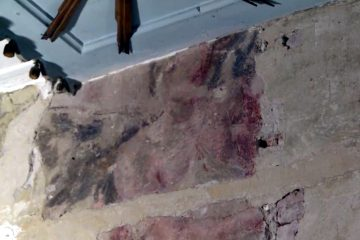 Unknown frescoes of angels and column found under plaster