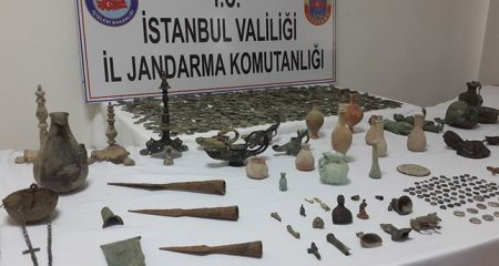 Police seizes nearly 2000 stolen artefacts