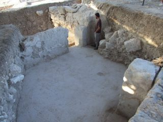 Gate to headquarters of the Sixth Legion discovered in Jerusalem