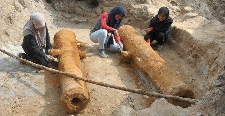 Twin cannons uncovered by British East India Company fort