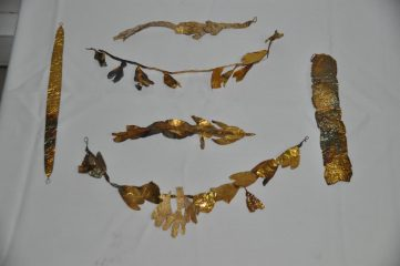 Ancient gold crown seized from smugglers