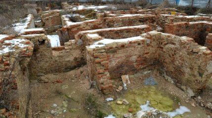 Remains of tenement houses unearthed in city's historic centre