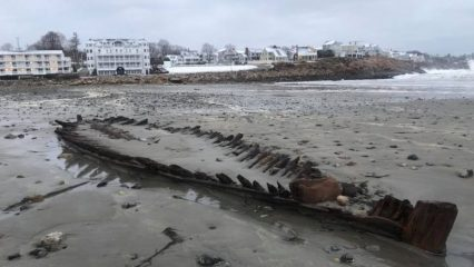 Wreck of a US-Revolutionary-War ship uncovered by cyclone